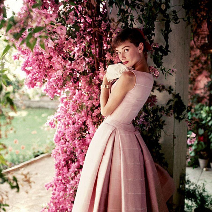 Museu londrino celebra trajetória de ícone de Hollywood Audrey Hepburn
