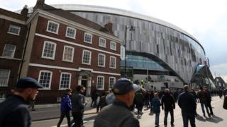 Spurs fans arrive