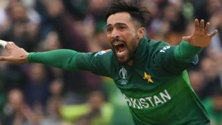 Mohammad Amir celebrates taking Martin Guptill's wicket