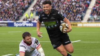 Glasgow Warriors' Ali Price runs through to score the sides second try