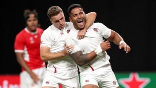 Manu Tuilagi celebrates his second try