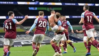 West Ham celebrate scoring equaliser against Tottenham