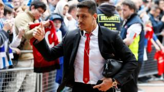 Alexis Sanchez arrives at Huddersfield