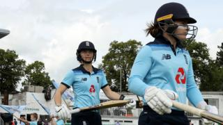 Tammy Beaumont and Amy Jones