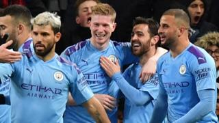 Manchester City players celebrate Kevin de Bruyne's goal against West Ham