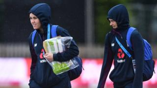 Nat Sciver and Amy Jones