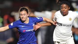 Hannah Blundell of Chelsea (left) tussles with Ashley Lawrence