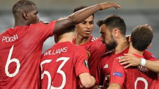 Man Utd celebrate Bruno Fernandes' goal