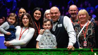 Stuart Bingham and his family