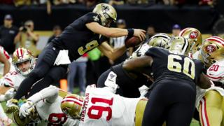 Drew Brees scores a touchdown against the 49ers