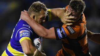 Ben Westwood of Warrington Wolves clashes with Adam Milner of Castleford Tigers
