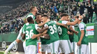Rapid Vienna lead Arsenal