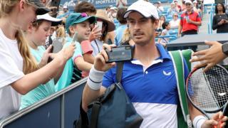 Andy Murray walks onto court in Cincinnati