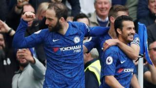 Gonzalo Higuain celebrates