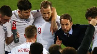 Gareth Southgate addresses players before extra time against the Netherlands in Nations League semi-final