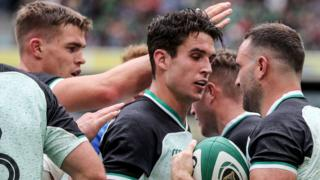 Joey Carbery and Dave Kearney celebrate an Ireland try