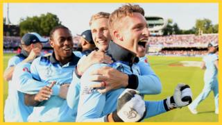 England's Jos Buttler, Joe Root and Jofra Archer celebrate