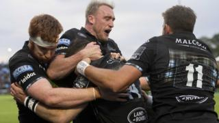 Glasgow Warriors players celebrate