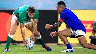 Jordan Larmour scores Ireland's fifth try