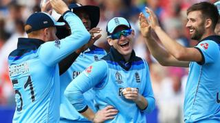 England celebrate a wicket against New Zealand