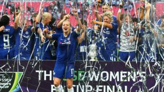 Chelsea celebrate winning the 2018 Women's FA Cup after beating Arsenal