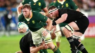 South Africa's Duane Vermeulen takes on the All Blacks defence