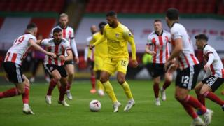 Fulham's Ruben Loftus-Cheek surrounded by Sheffield United players