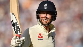 England batsman Joe Denly raises his bat to acknowledge the crowd as he walks off after making 94 against Australia at The Oval