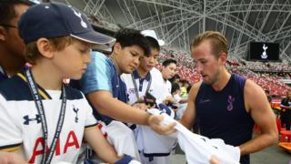 Harry Kane signs autographs