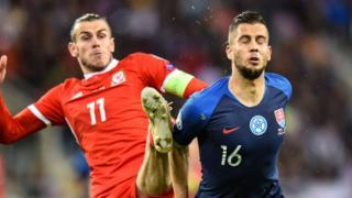 Gareth Bale of Wales tackles David Hancko
