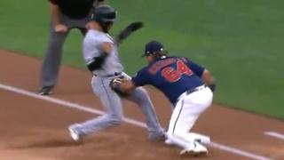 Willians Astudillo hits Leury Garcia