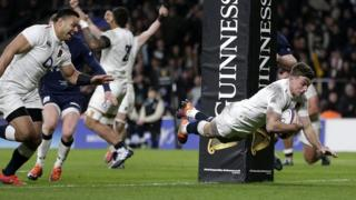 George Ford scores the dramatic last try