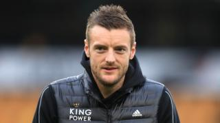Vardy arrives on the pitch at Molineux