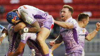 Exeter celebrate Henry Slade's try