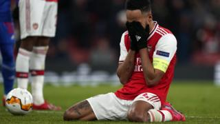 Aubameyang looks disconsolate