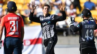 Mitchell Santner (C) celebrates taking the wicket of England's Chris Jordan during the Twenty20 cricket match between New Zealand and England at Westpac Stadium