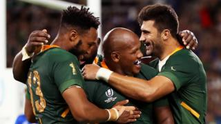 South Africa players celebrate a try by Mbongeni Mbonambi