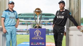 Eoin Morgan and Kane Williamson pose with the World Cup trophy