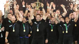 Richie McCaw lifts the 2015 World Cup trophy after their win voer Australia