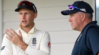 Joe Root talks to Chris Silverwood