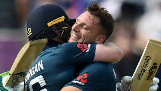 Jos Buttler & Eoin Morgan embrace