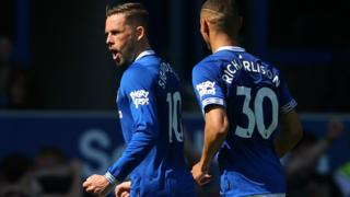 Gylfi Sigurdsson scores Everton's second goal