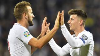 Harry Kane and Mason Mount celebrate