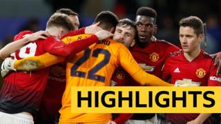 Man United team celebrate at the final whistle