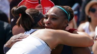 Bianca Andreescu hugs Serena Williams