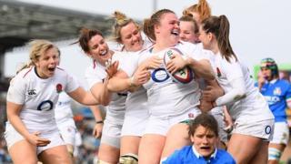 England celebrate Sarah Bern's try