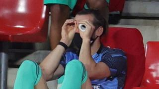 Bale watching Real face Granada