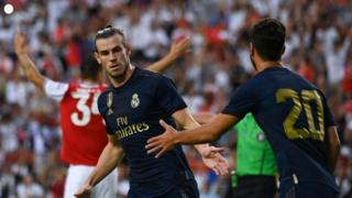 Gareth Bale congratulated for scoring for Real Madrid against Arsenal