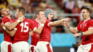 Wales celebrate Jonathan Davies' opening try