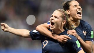France celebrate scoring against Norway at the 2019 Women's World Cup